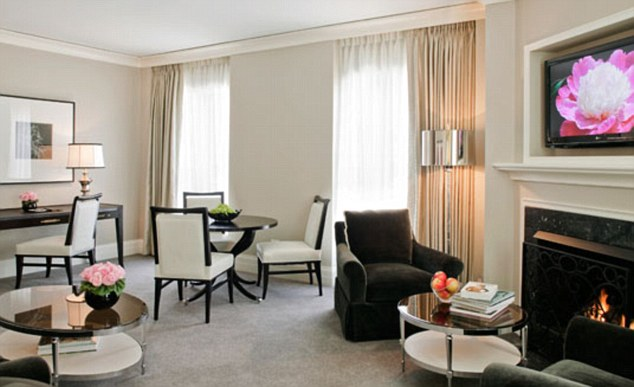Live The Dream Staying At Luxury Hotels In Chicago