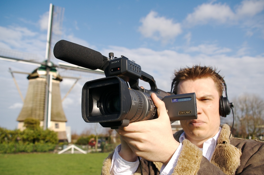 TOP 3 Best Websites Where You Can Hire A Journalist