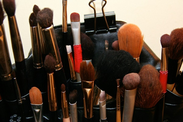 6 Top Reasons For Not To Buy Unlabelled Cosmetic Products