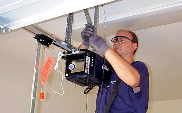 Reasons To Hire Garage Door Repair and Maintenance Services