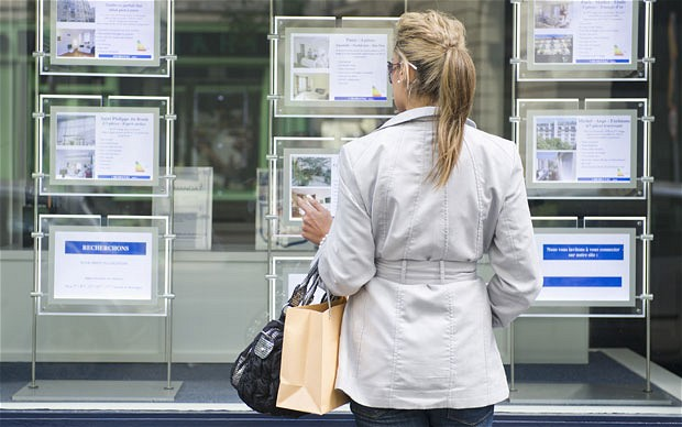 Benefits Of An Estate Agent Display