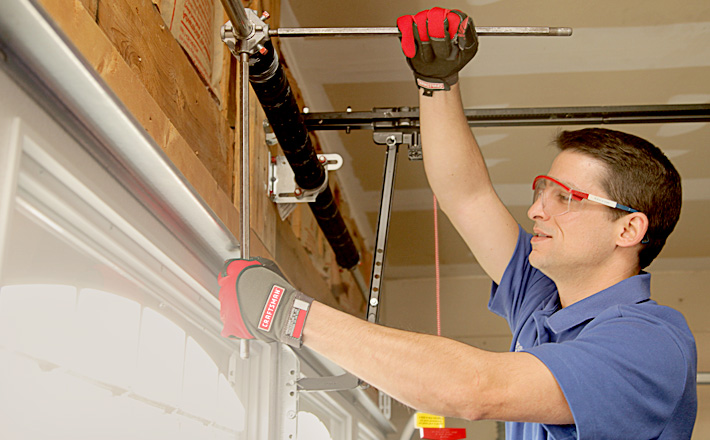 How Emergency Garage Door Repair Services Can Ease Your Mind