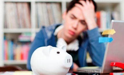 Top 5 Ways To Save Money As A College Student