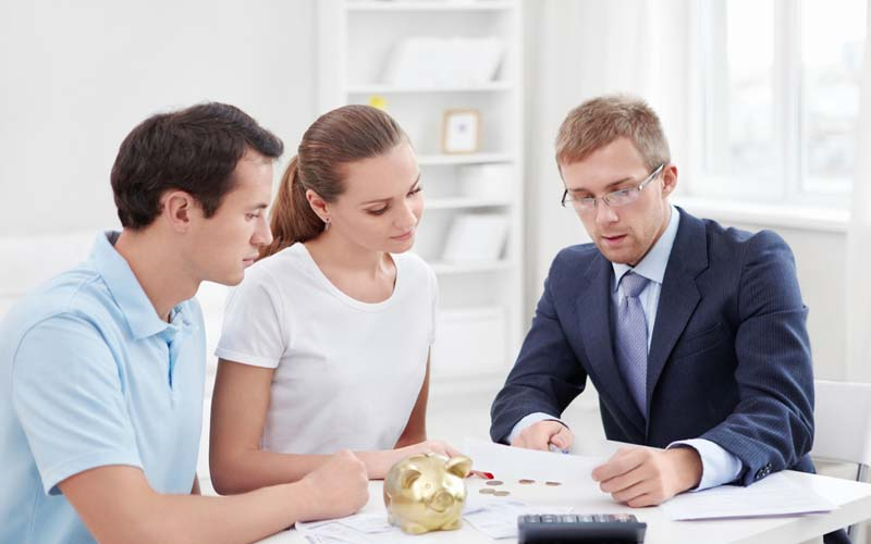 Qualities People Should Look For In A Financial Advisor